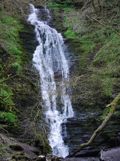 Water-breaks-it's-neck waterfall