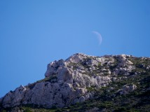 Moonset over the mountain