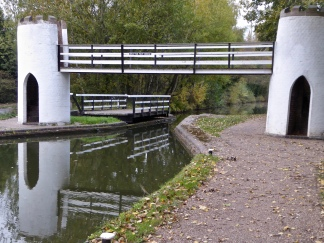 Drayton footbridge and swing bridge